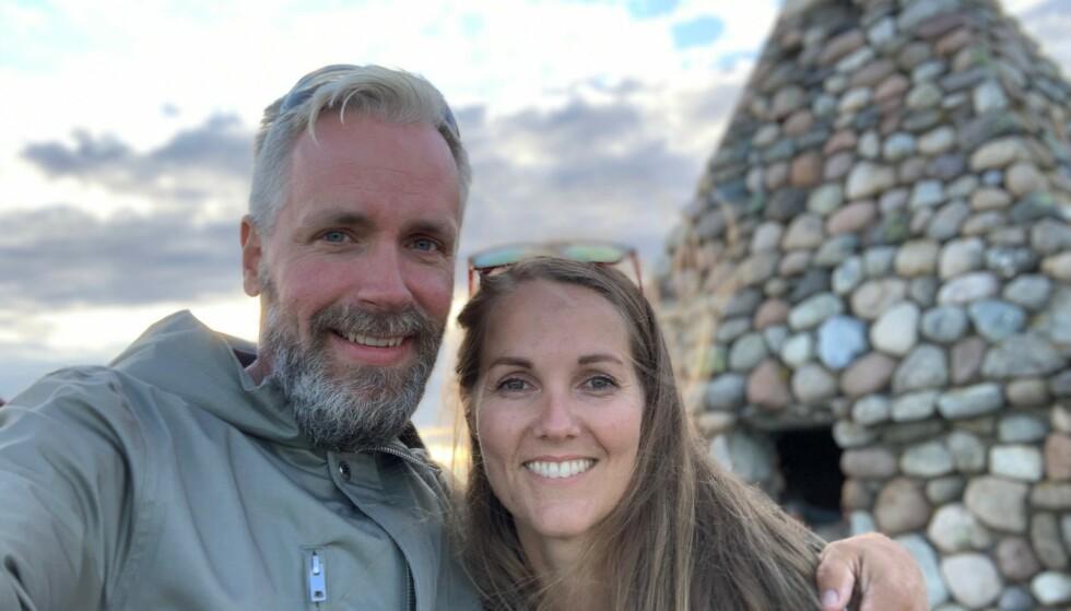 TROR JULEGAVENE ER STJÅLET: Bent Ove og Julie Verena Myreng opplevde forrige uke at tre bestillinger forsvant fra postkassa deres. Foto: Privat