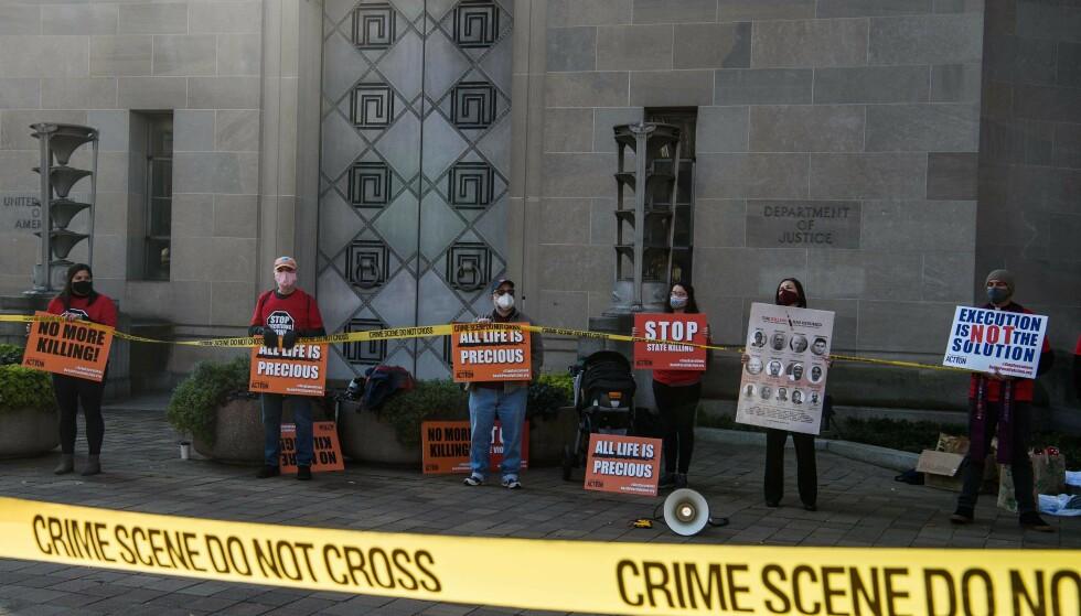 Forsvar mot føderal dødsstraff: demonstranter foran justisdepartementet i Washington D.C. sist torsdag.  Foto: Nicholas Gum, AFP / NDP