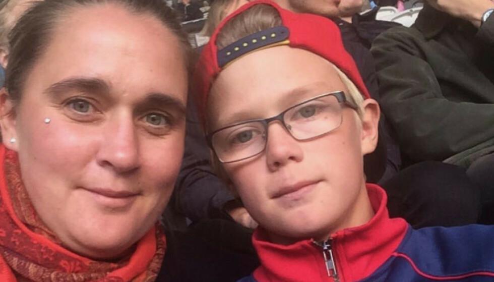 MISTET SØNNEN: Mamma Elenor Idh og sønnen Emil Idh (16), som omkom sammen med tre andre gutter i bilulykken ved Sörfors i mai. Foto: Privat