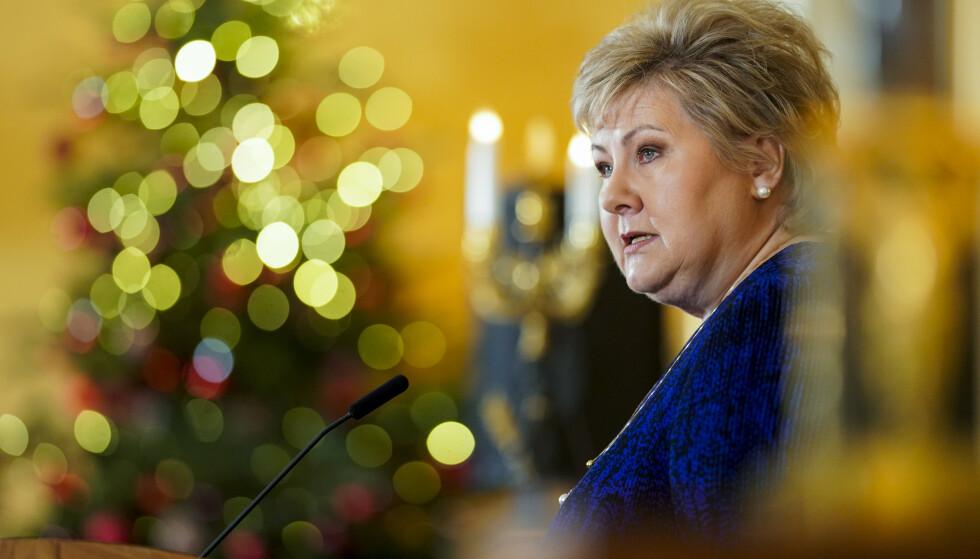 VAKSINE I JULEGAVE? Statsminister Erna Solberg sier Norge kan få vaksiner allerede i romjula. Foto: Fredrik Hagen / NTB
