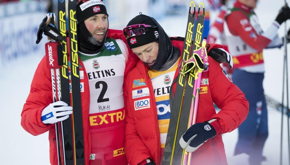 SISTE KONKRURANSE: Emil Iversen gratulerte Johannes Høsflot Klæbo etter at han vant jaktstarten i Ruka. Foto: NTB