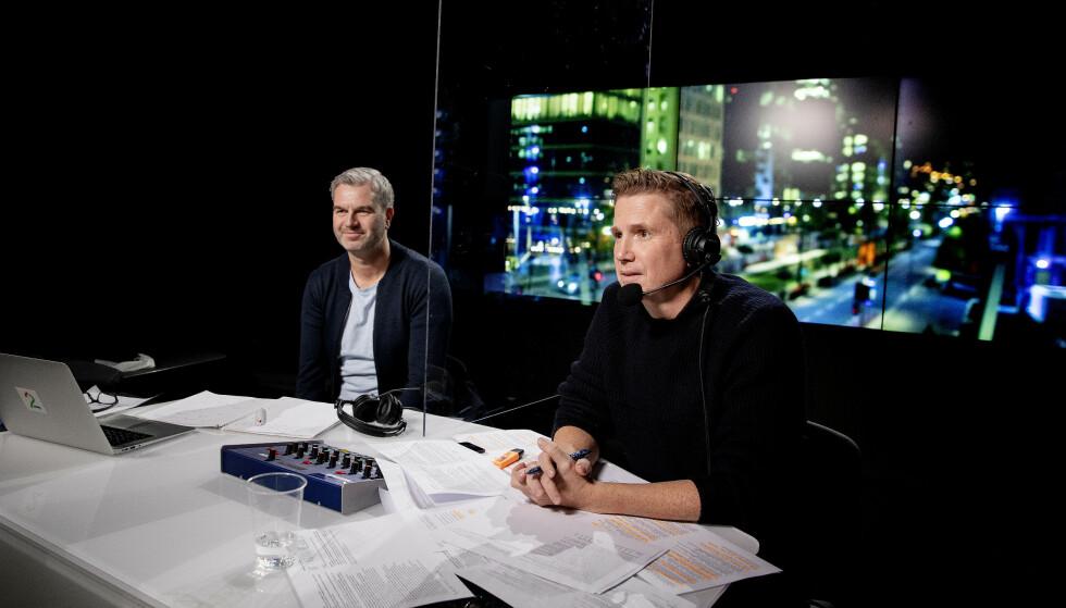 NÆRE KOLLEGAER: Petter Myhre og Kasper Wikestad med de siste forberedelsene før de skal på lufta. Foto Kristin Svorte / Dagbladet