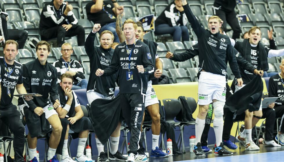 KUNNE JUBLE: Elverum-trener Børge Lund og resten av spillerne, her fra en tidligere Champions League-kamp. Foto: Geir Olsen / NTB