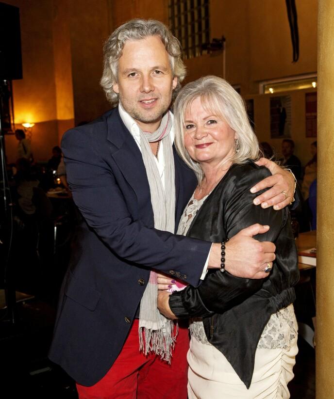 MOR OG SØNN: Her er Marianne Behn avbildet sammen med sønnen i 2017. Foto: Andreas Fadum / Se og Hør
