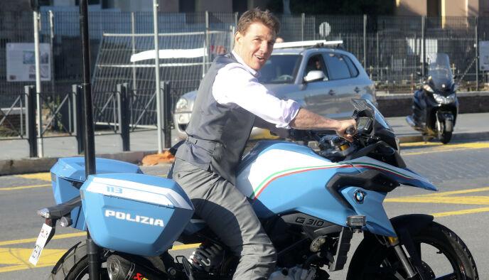 MORO PÅ JOBB: Cruise under innspilling av «Mission Impossible» i Roma i oktober. I august og september filmet de i Hellesylt og Åndalsnes i Norge. Foto: NTB