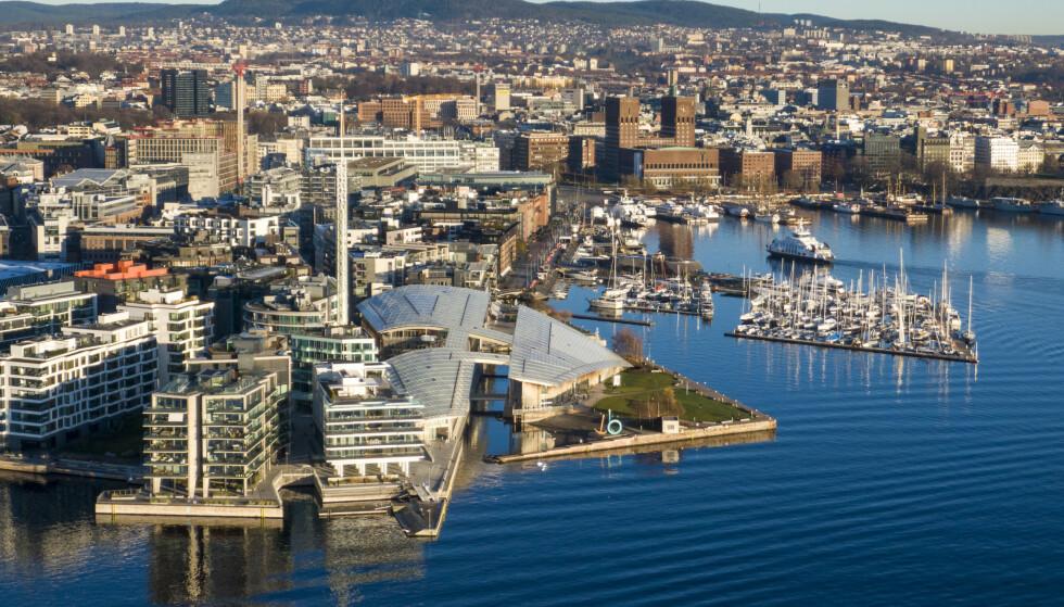 TJUVHOLMEN: Luftfoto av Tjuvholmen, Aker Brygge og Rådhuset i Oslo. Foto: Heiko Junge / NTB