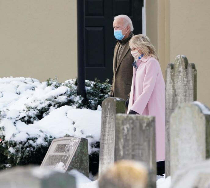VOND DAG: Joe Biden besøkte gravsteinen til sin første kone og dattera, som han mistet på tragisk vis for 48 år siden. Foto: Kevin Lamarque / Reuters