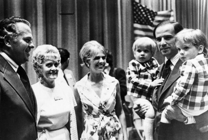 KJERNEFAMILIE: Dette bildet ble tatt sommeren 1972, bare måneder før Joe Bidens familie ble halvert på grunn av en fatal ulykke. I midten står Neilia Biden, som døde sammen med dattera. Foto: NTB Scanpix