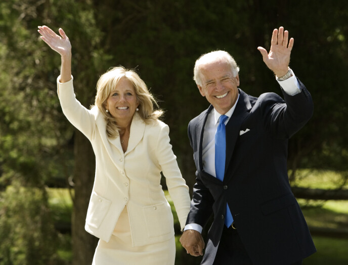 REDNING: Jill Jacobs kom inn i livet til senator Joe Biden i ei tid der livet hans var særdeles vanskelig. Nå har de vært gift i godt over 40 år. Her fotografert sammen i 2008. Foto: AP Photo/Haraz N. Ghanbari, NTB