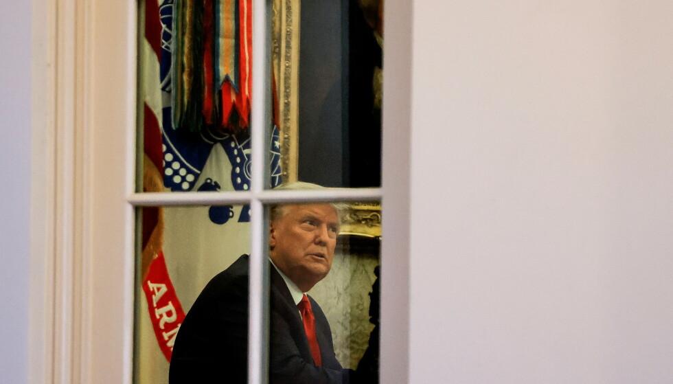 DET HVITE HUS: President Donald Trump i det ovale kontoret, avbildet 13. november 2020. Foto: REUTERS/Carlos Barria