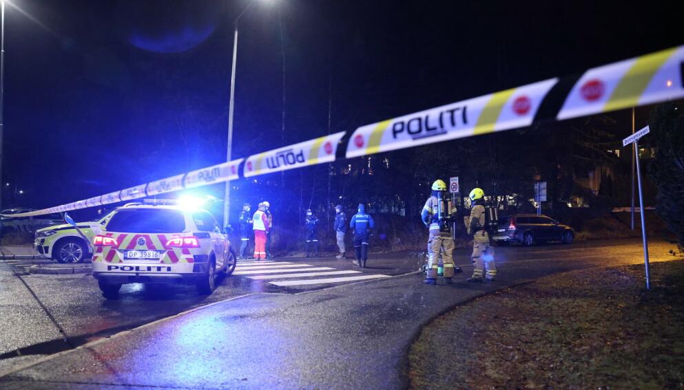 FANT GRANAT: Det var dramatiske scener i Østmarkveien da bombegruppen rykket ut etter funn av en gammel granat. Foto: Ørn E. Borgen / NTB