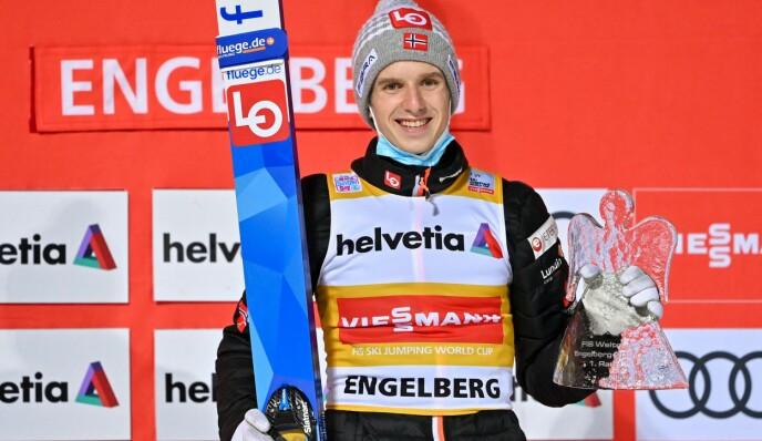 HISTORISK: Halvor Egner Granerud tok sin femte verdenscupseier på rad søndag. Det har ingen norsk herrehopper klart tidligere. Foto: NTB