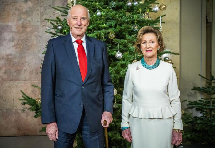 I GOD FORM: Kong Harald ser ut til å være i god form, der han poserer sammen med dronning Sonja. Foto: Håkon Mosvold Larsen / NTB