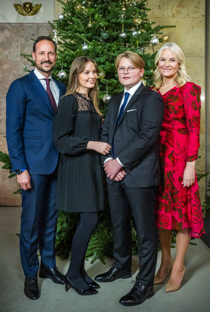 PENSTAS: Kronprinsfamilien har kledd seg pent i anledning nye julebilder. Foto: Håkon Mosvold Larsen / NTB