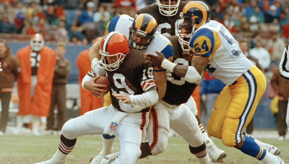 STJERNE: Kevin Greene (i midten) da han spilte for Los Angeles Rams i 1990. Foto: NTB