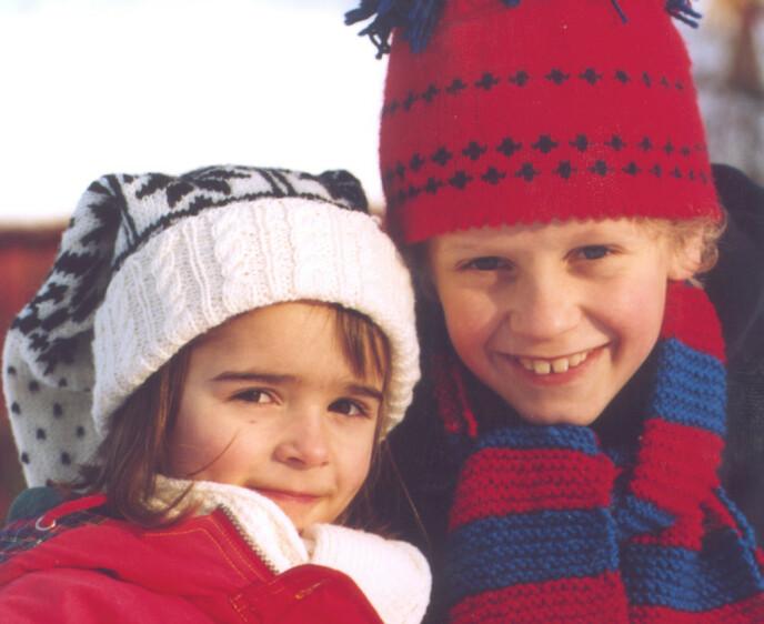 «JUL PÅ MÅNETOPPEN»: Thea Wehler Knudtzon (t.v.) spilte rollen som Lillian i julekalenderen «Jul på Månetoppen» i 2002. Her er hun avbildet med medskuespilleren Johannes Roaldsen Fürst. Foto: Anne Liv Ekroll / NTB