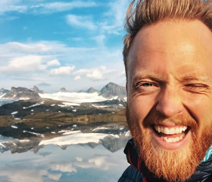 I DAG: Thomas Engeset foretrekker å stå bak kameraet i dag. Nå arbeider han som TV-regissør. Foto: Privat