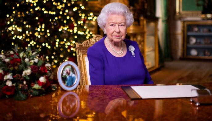 ENSOM PÅ PULTEN: Det er bare prins Philip som har fått plass på pulten i år. Foto: Victoria Jones/Reuters/NTB