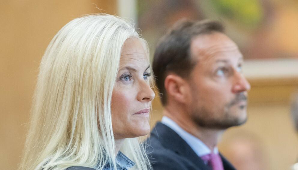 MINNES ARI: I NRK-programmet «Året med kongefamilien» sier kronprinsesse Mette-Marit at det er vanskelig å snakke om at Ari Behn er borte. Foto: Berit Roald / NTB