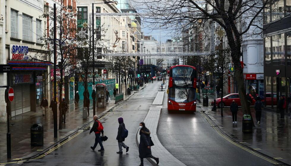 STILLE: Her fra Oxford Street i London 23. desember. Foto: Hannah McKay / Reuters / NTB