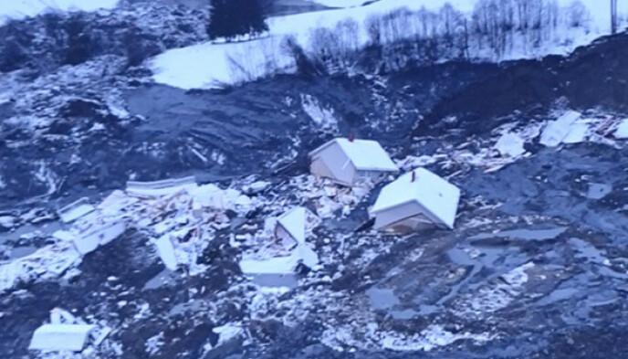 Stor skade: Politiet sa at 9 hus med til sammen 31 boenheter ble tatt i raset. Foto: NGI
