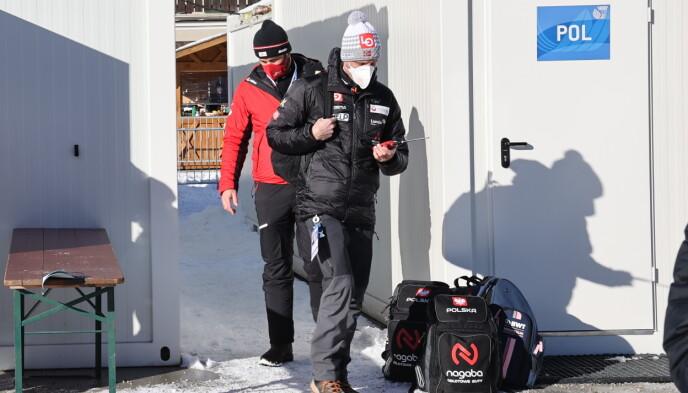 FIKK DET TRAVELT: Alexander Stöckl forlater Garmisch-Partenkirchen for å kjøre Marius Lindvik til Innsbruck. Foto: Geir Olsen / NTB