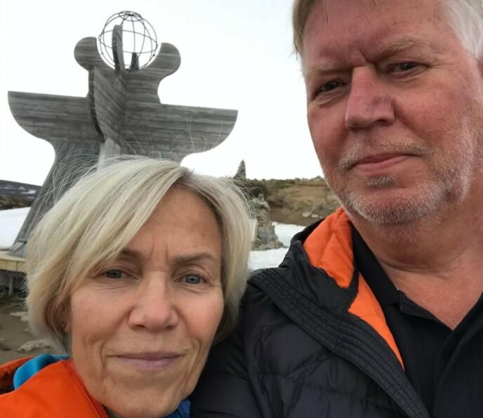 LØP: Ole-Kristian Viken klarte akkurat å komme seg ut av bilen sammen med kona, Unni Kroken Viken. Foto: Privat