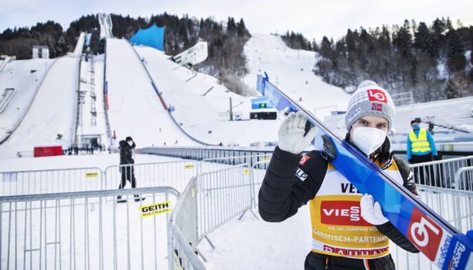I SUPERFORM: Halvor Egner Granerud klinket til med et kjempehopp og kom på andreplass i kvalifiseringen. Foto: Geir Olsen / NTB