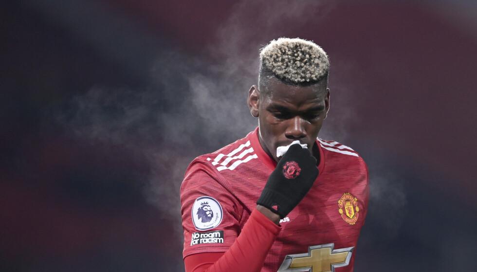BLODIG: Paul Pogba tørker blod av leppa under kampen mot Aston Villa 1. nyttårsdag.