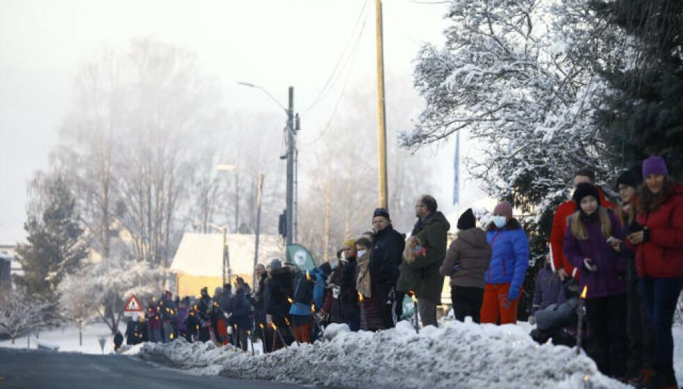 MARKERTE: Lokalmiljøet i kommunen holdt søndag en fakkelmarkering for å hedre de omkomne. Foto: Frank Karlsen / Dagbladet