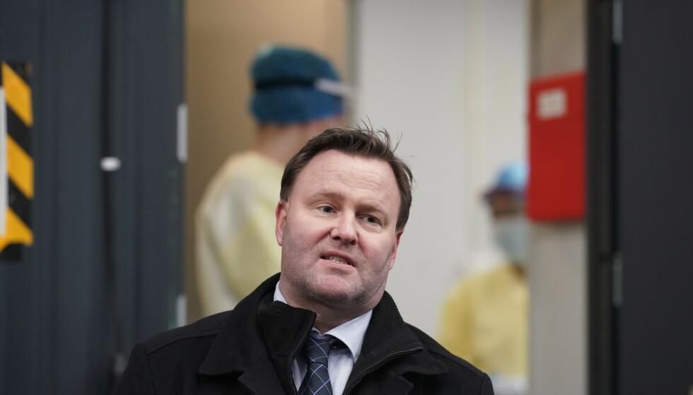 BEKYMRET: Assisterende helsedirektør Espen Rostrup Nakstad er bekymret over smittespredningen i Norge. Foto: Fredrik Hagen/NTB