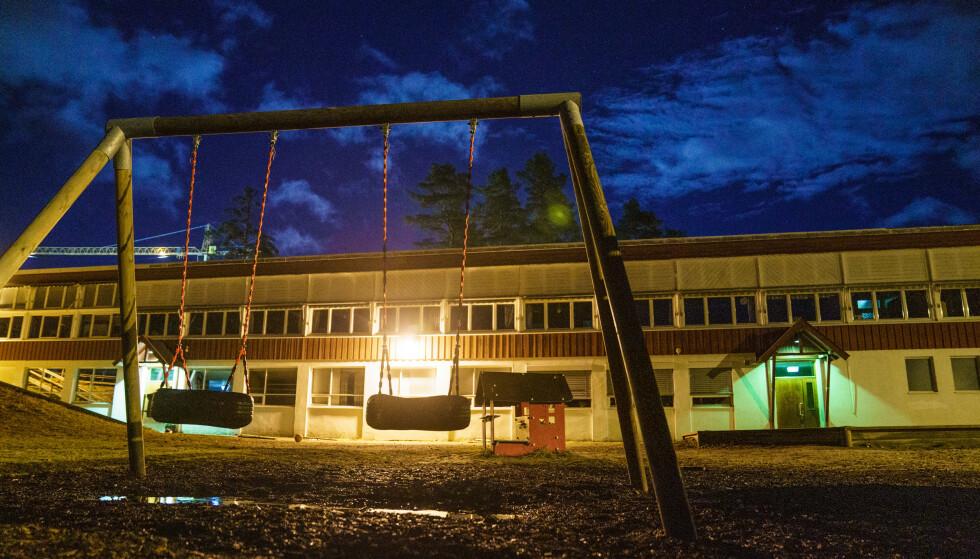 FLERE STØRRE UTBRUDD: Norske skoler har hatt flere utbrudd i løpet av pandemien. Som her på Vålbyen skole i Innlandet hvor mange testet positivt i høst. Foto: Stian Lysberg Solum / NTB
