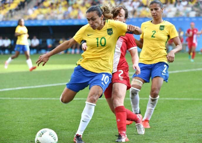 STJERNE: Brasilianske Marta har herjet i den kvinnelige verdensfotballen i mange år. Foto: NTB