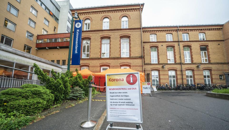 OMSTRIDT VAKSINEFORDELING: Fagforbundet får nå støtte fra Senterpartiet i sin kritikk av vaksinefordelingen ved OUS. Foto: Stian Lysberg Solum / NTB