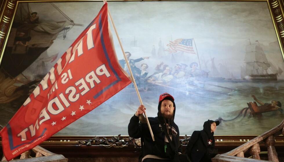 INNE: Demonstranter har tatt seg inn i Capitol Hill. Foto: Win McNamee/Getty Images/AFP