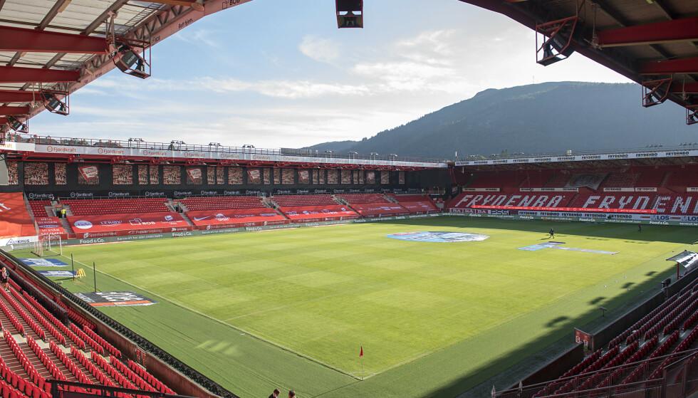 ENDRING: Snart kan det bli kunstgress på Brann Stadion. Foto: Marit Hommedal / NTB