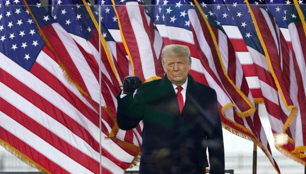 SOM KUPPMAKER: Donald Trump som revolusjonær onsdag denne uka. Foto: AP / NTB