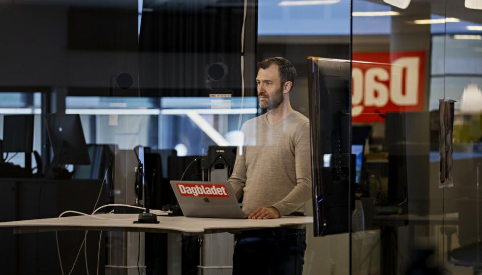 LIVE TV: Flere ganger om dagen kjøres det direktesendt TV i studio på Hasle, her med Øystein Sæthre i Dagbladet TV. Foto: Frank Karlsen