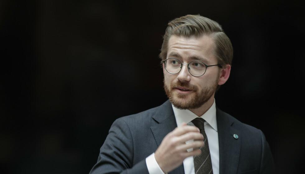 SKJERPER AVGIFT: Klima- og miljøminister Sveinung Rotevatn (V). Foto: Vidar Ruud / NTB