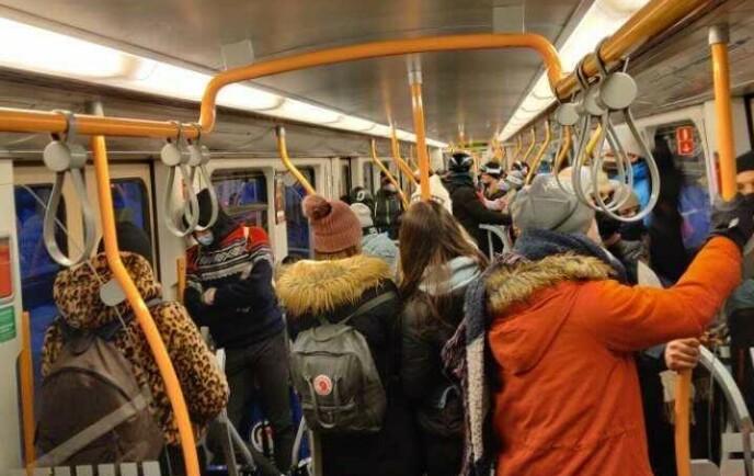 FRARÅDER: Flere har valgt å legge skituren til kvelden i dag. Ruter sier til dette at de fraråder alle fritidsreiser denne helga.