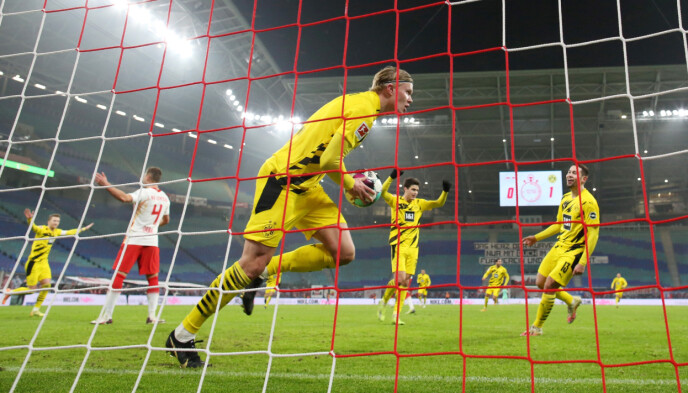 SUVEREN: Erling Braut Haaland har scoret 12 mål i Bundesliga denne sesongen. Foto: NTB