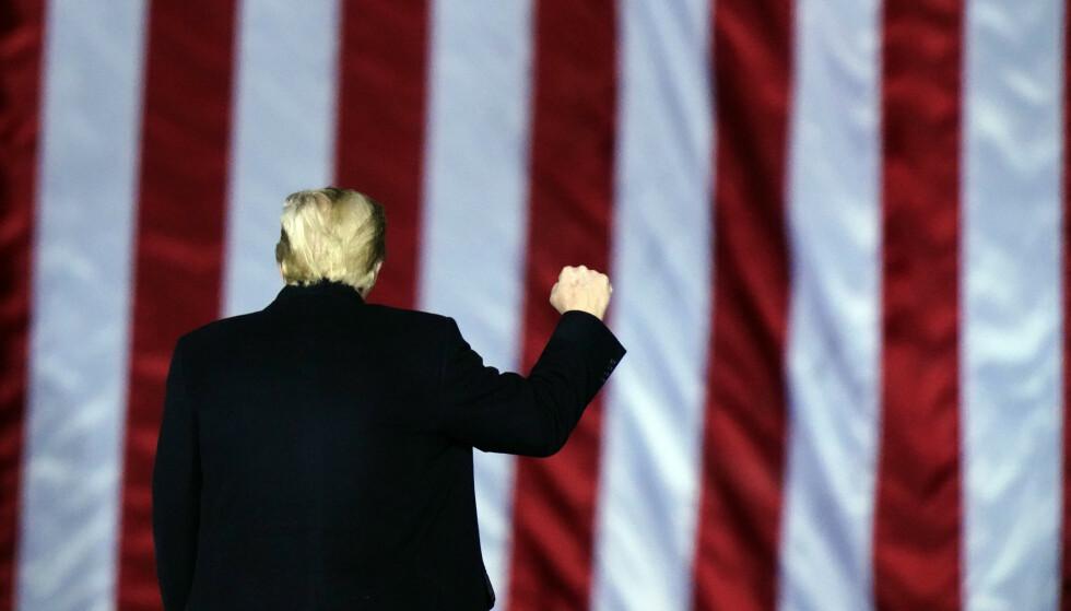 NED MED FLAGGET TIL TOPPS?: Donald Trump, fordømt, men ennå ikke dømt. Foto: AP / NTB