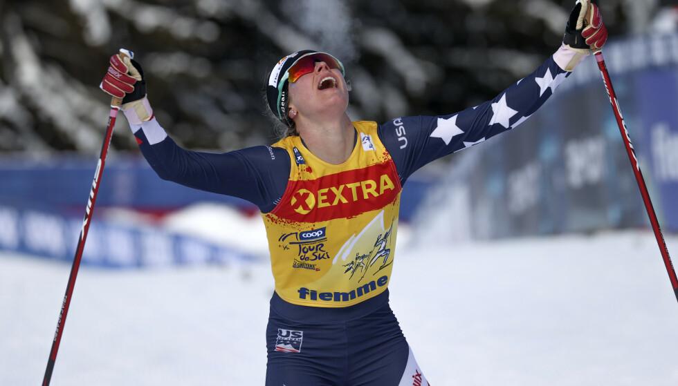 STOR GLEDE: Jessica Diggins gråt etter seieren. Foto: Alessandro Trovati/NTB/AP