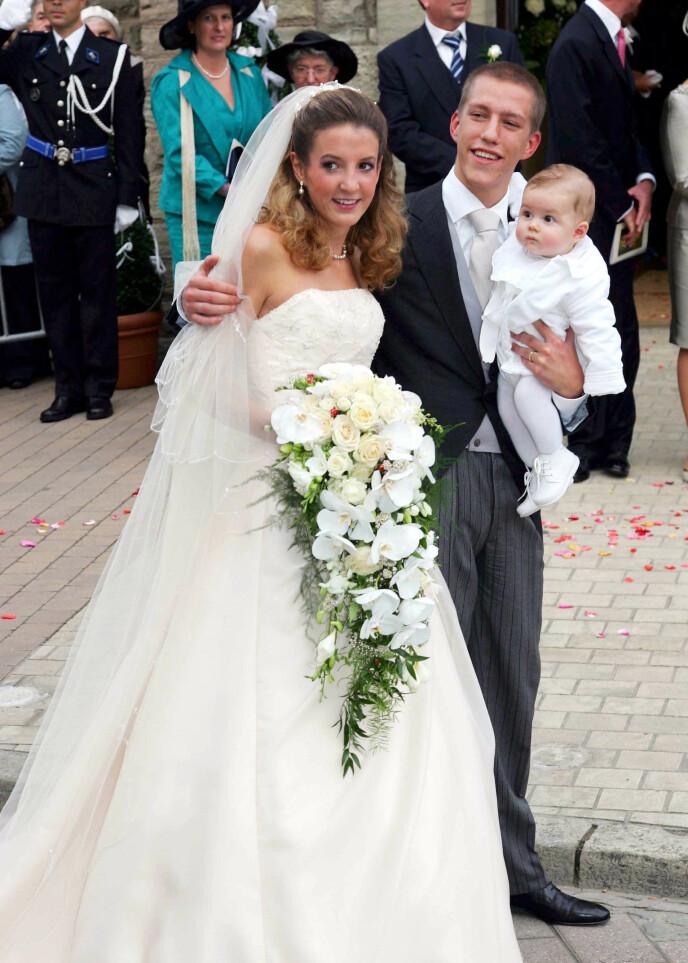 UNGT EKTEPAR: Tessy og prins Louis på bryllupsdagen i 2006. Den nyfødte sønnen Gabriel var en selvskreven gjest. Foto: Frank Rollitz / REX / NTB