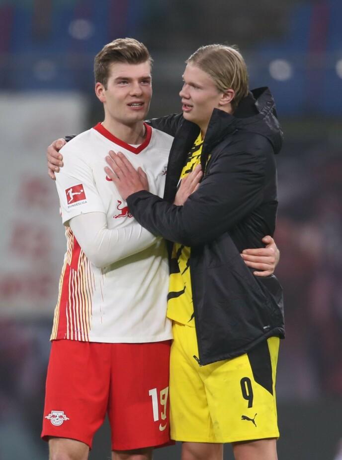 KAMERATER: Norge har en spennende spissduo i Erling Braut Haaland (t.h.) og Alexander Sørloth. Lørdag møttes de i Bundesliga-kampen mellom RB Leipzig og Borussia Dortmund. Foto: NTB