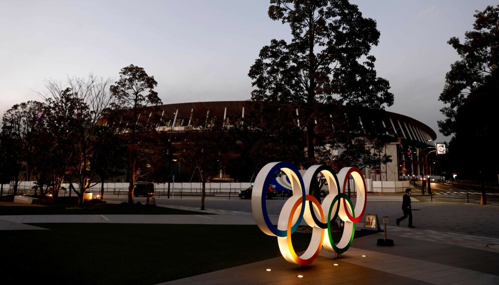 SKEPSIS: OL-ringene utenfor nasjonalarenaen i Tokyo. Foto: Behrouz MEHRI / AFP /NTB