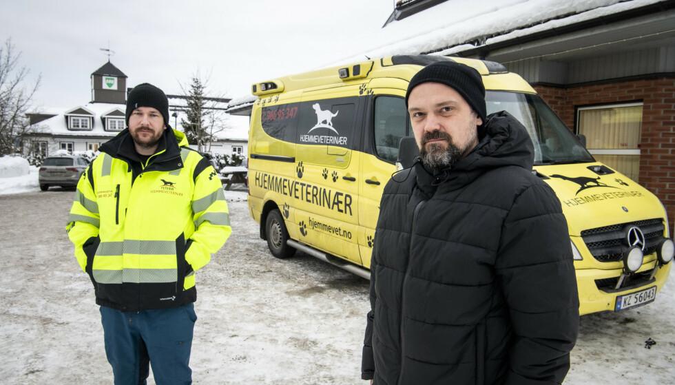 KJÆLEDYRENES KRISETEAM: Mange takker veterinærene Stefan Feterik (til venstre) og Alf Seljenes Dalum for å bringe tilbake lyspunkt i en mørk hverdag i Gjerdrum. Foto: Lars Eivind Bones / Dagbladet.
