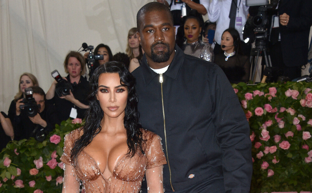 FULL FORVIRRING: Kim Kardashians comeback på Instagram får flere av følgerne til å stille spørsmål. Enkelte påpeker at hun ikke ligner seg selv, mens andre stiller spørsmål ved hvor gifteringen hennes har tatt veien. Foto: Hahn Lionel / Pa Photos / NTB