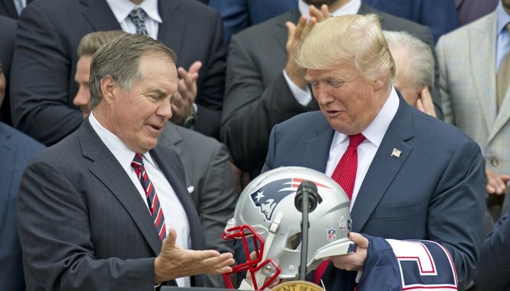 GAMLE VENNER: Donald Trump og Bill Belichick er gamle venner, men sistnevnte velger likevel å avviske Trumps tilbud om frihetsmedaljen. Foto: REX