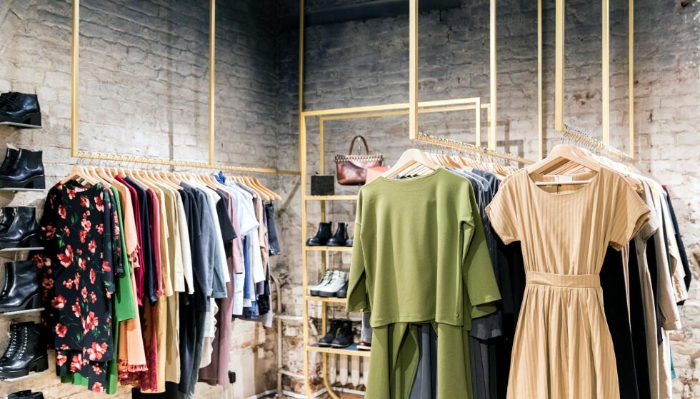 MÅ SLANKES: - At slanking av klesbransjen trengs, er det lite diskusjon om, men hvilken kur virker, spør innsenderne. Foto: Shutterstock/NTB